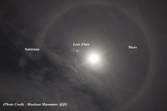 FOTO: Bulan Bercincin Pelangi, Saturnus dan Mars di Langit Palembang