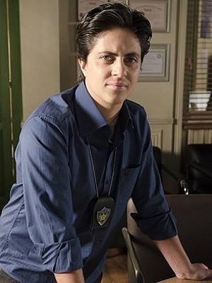 Thammy Miranda caracterizada como a escrivã Jô de 'Salve Jorge' (Foto: Divulgação/TV Globo)