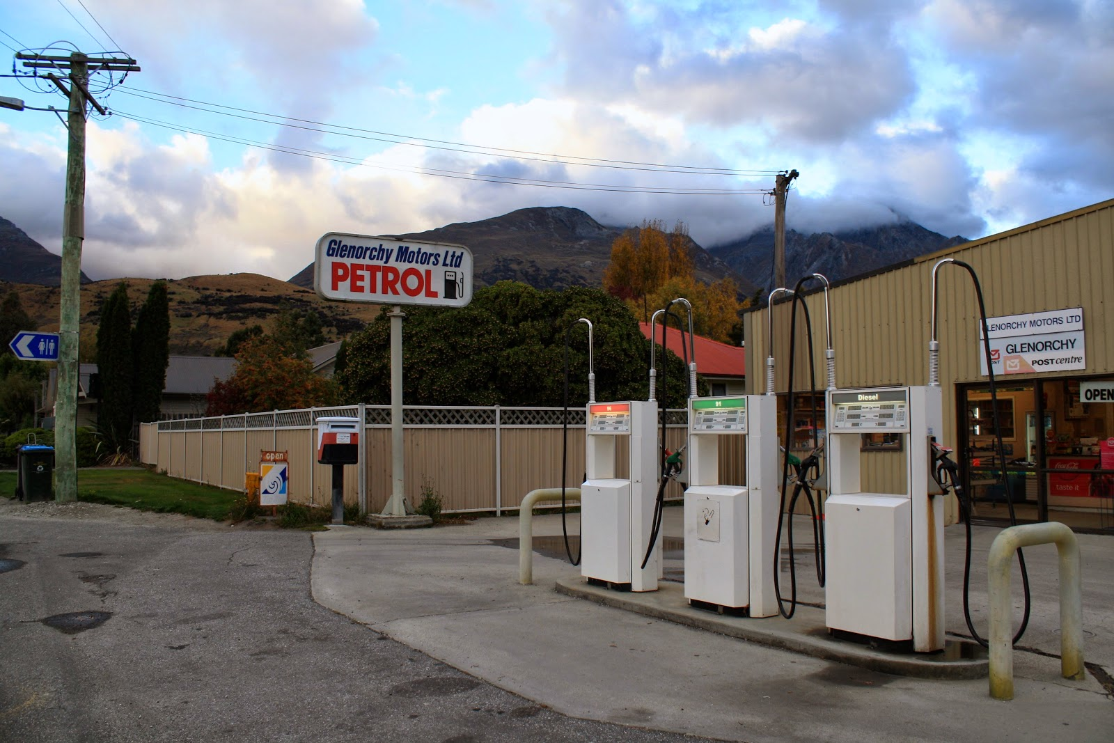 The Glenorchy petrol station (not ruins).