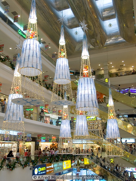 Fascinating articles and cool stuff christmas decorations for Retail christmas decorations ideas