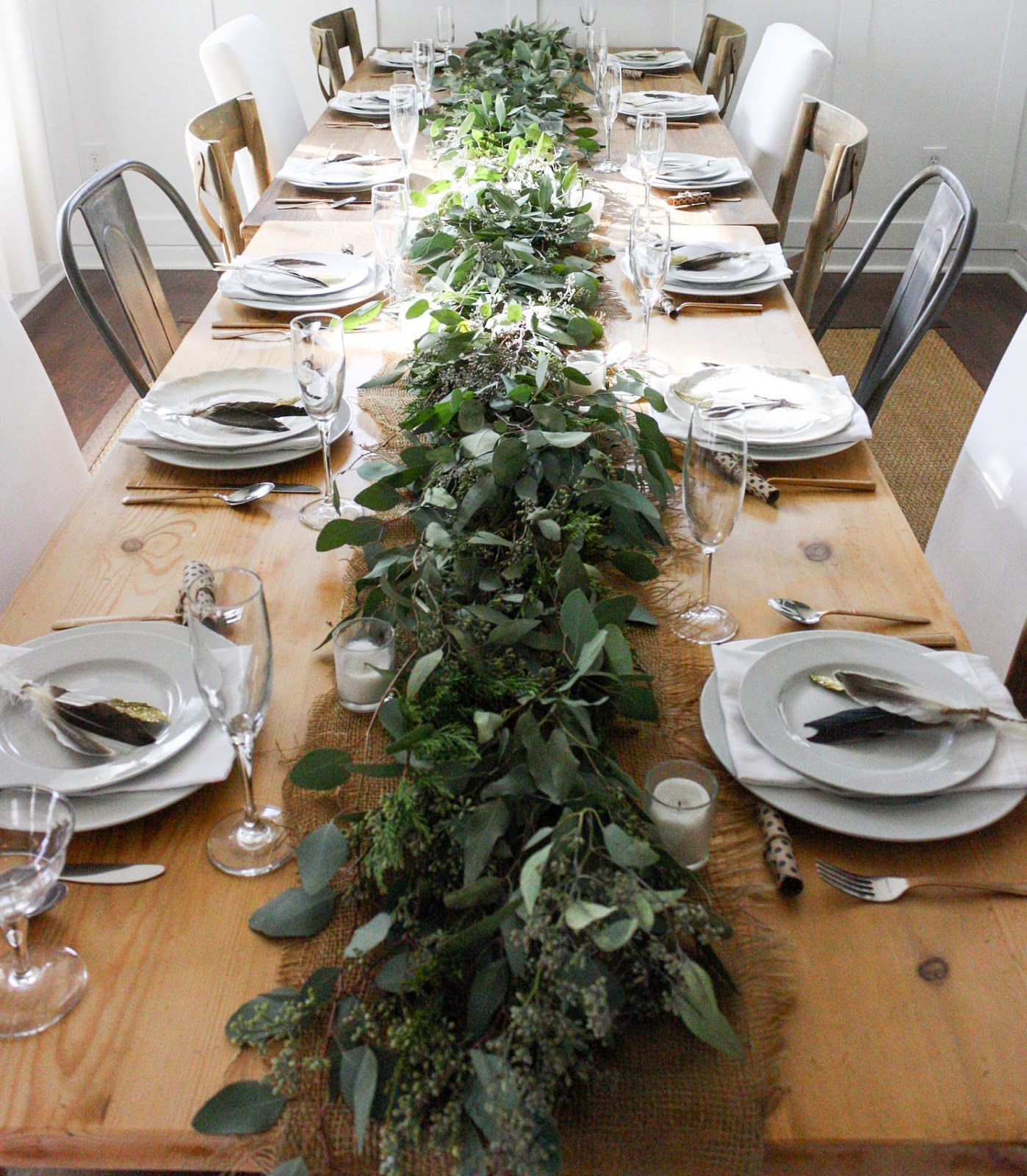 Garland Table Setting