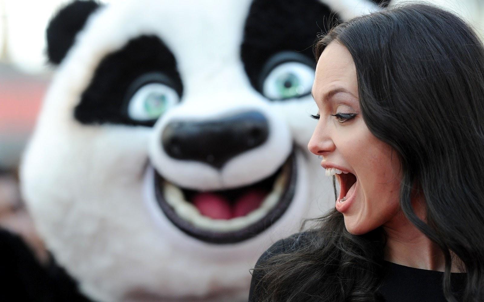 http://2.bp.blogspot.com/-SUAQ7KPeisU/T6Vjf6qgCJI/AAAAAAAABmA/XRNK7M0zo-Q/s1600/Angelina_Jolie_and_Smiling_Panda_HD_Wallpaper-Vvallpaper.Net.jpg