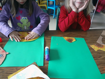 First grade self portraits, kids self portrait lesson, kinder self portraits