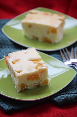 Sernik z brzoskwiniami (bez ciasta)