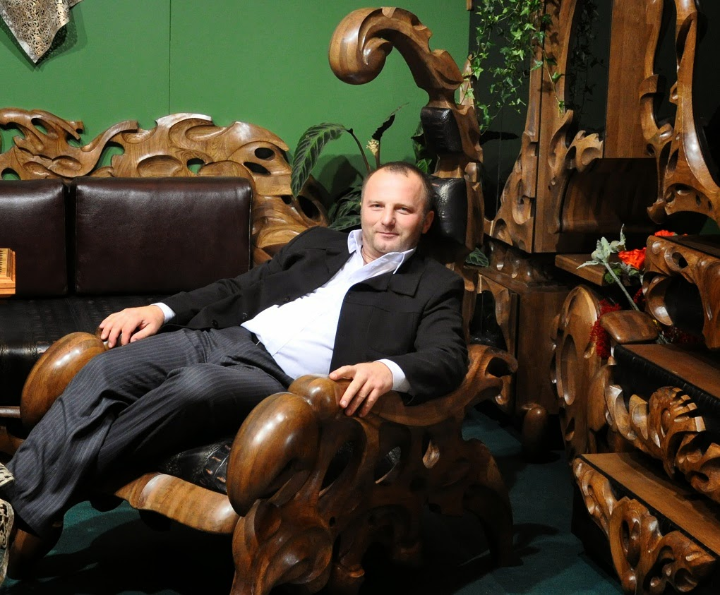 Tuesday 19 May 2015  sc 1 st  WeirdWood & WeirdWood: Hand crafted Wooden Chairs Shaped Like Giant Scorpions