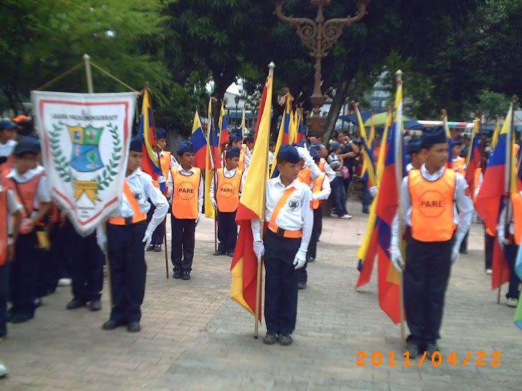 ESCOLTA DE BANDERAS EN LA PLAZA BOLIVAR DE MARACAY