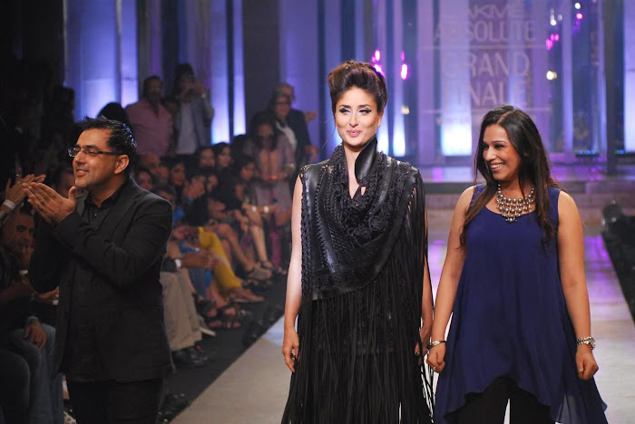 kareena kapoor stopper for designers pankajnidhi lfw 2012. cute stills