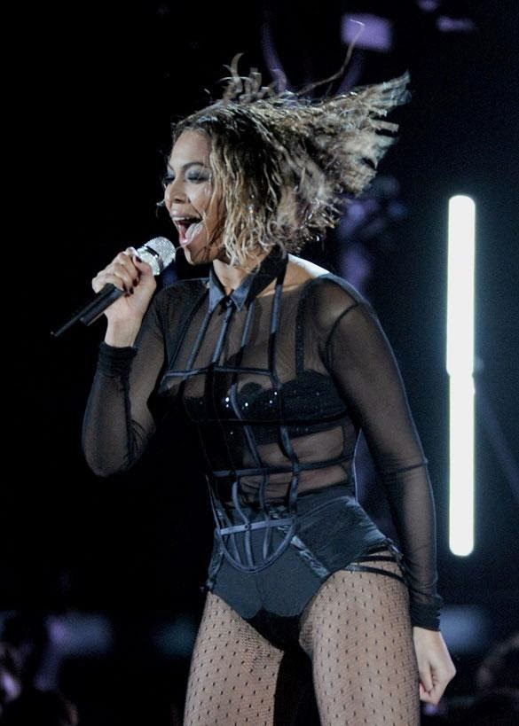 Beyonce Exposes Nipple in Sexy Grammy Performance