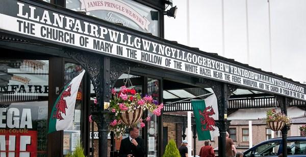 Desa Llanfairpwllgwyngyllgogerychwyrndrobwllllantysiliogogogoch