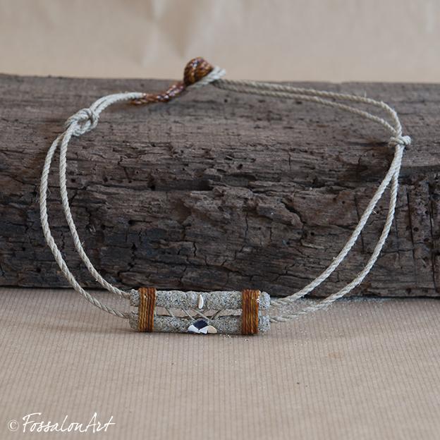 Collana realizzata a mano in corda, sabbia e frammenti di conchiglie