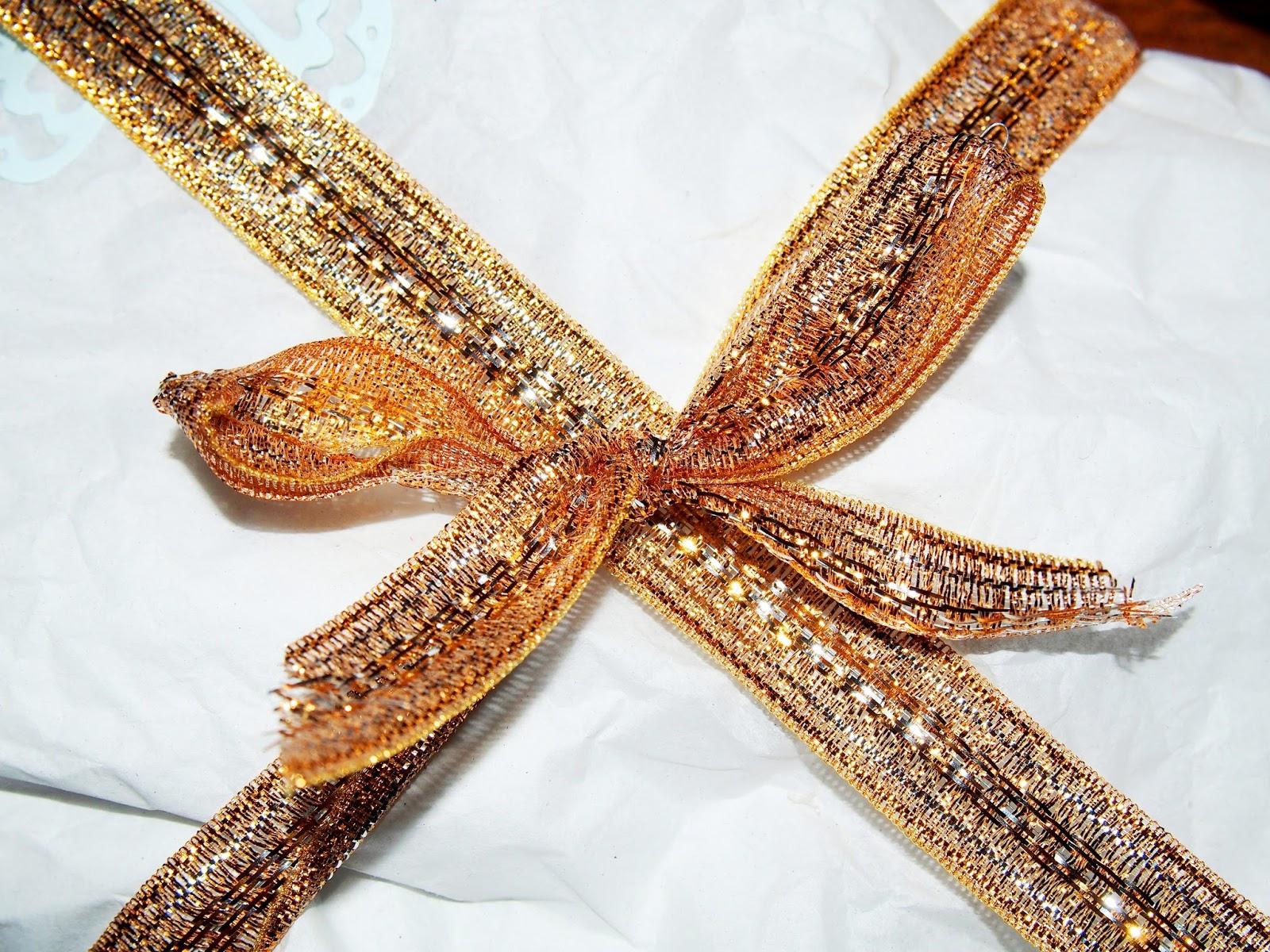 Kultanarulla saa kauniin koristuksen lahjoihin