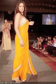 Sameera Reddy hot in saree Bollywood Actress-4