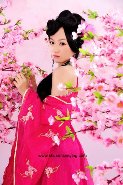 爱你不变情意长 (ài nǐ bù biàn qíng yì cháng) Love you with the same affection forever