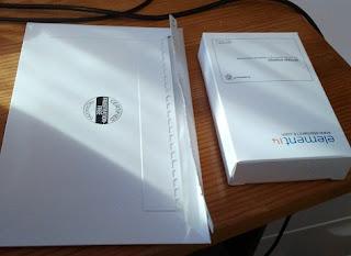 El contenido del paquete: Rasperri pi y tarjeta SD