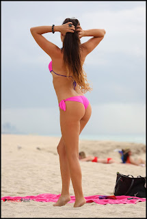 Claudia Romani Bikini Pictures at a Beach in Miami  0005.jpg