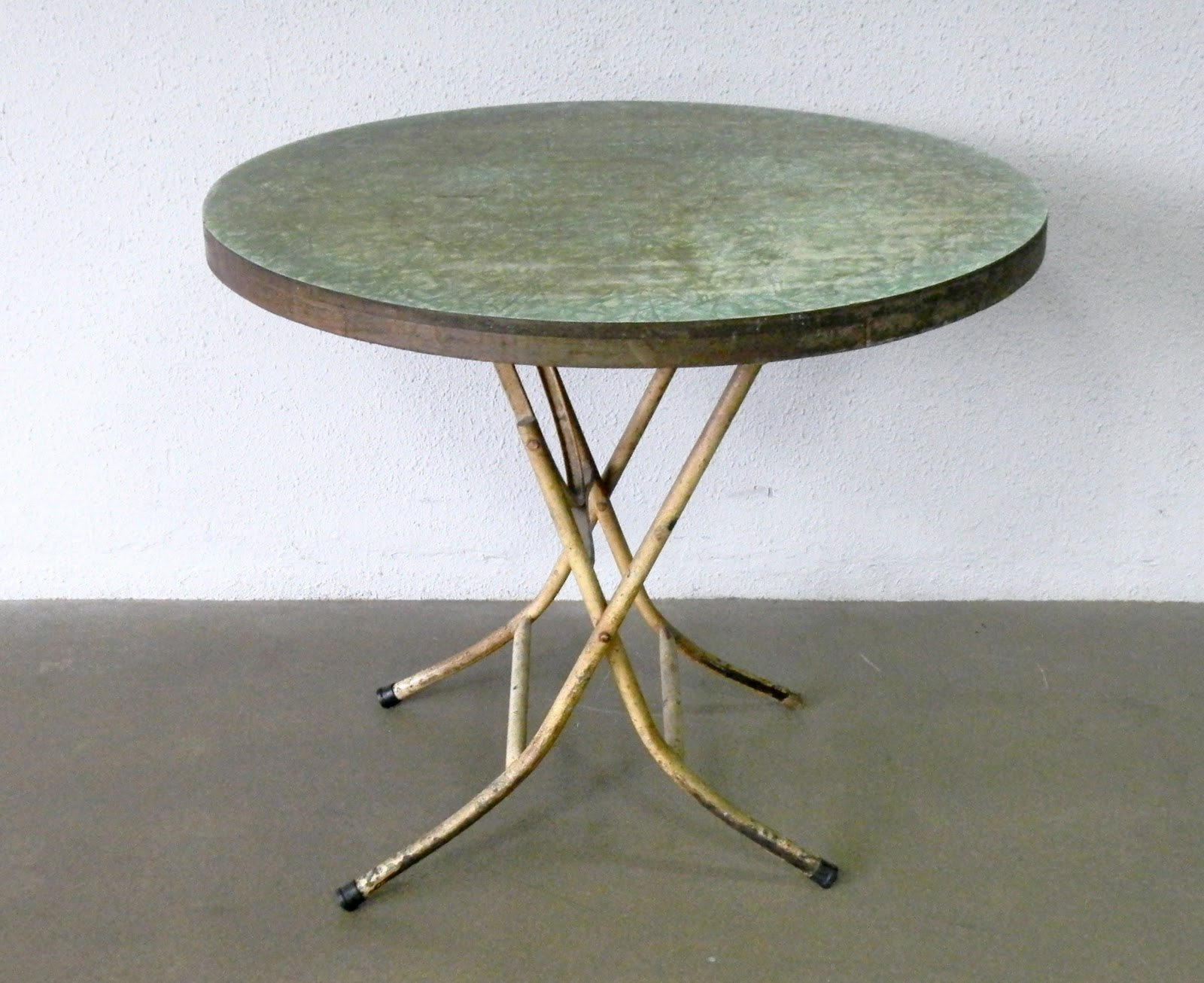 Round Formica Table Vintage Furniture And The Power Of Memories Second Charm