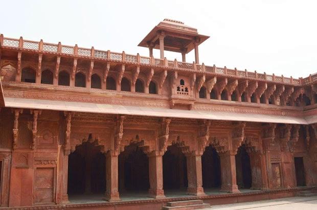 Jhahangir Mahal Inside