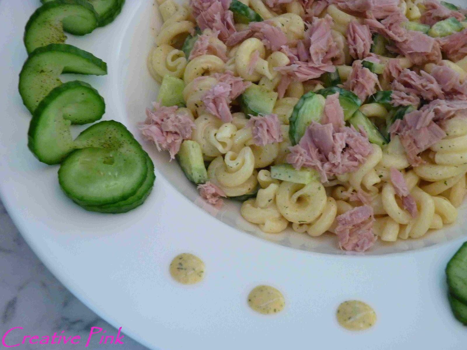 Creative pink nudelsalat mit thunfisch und gurke - Gurken dekorativ schneiden ...
