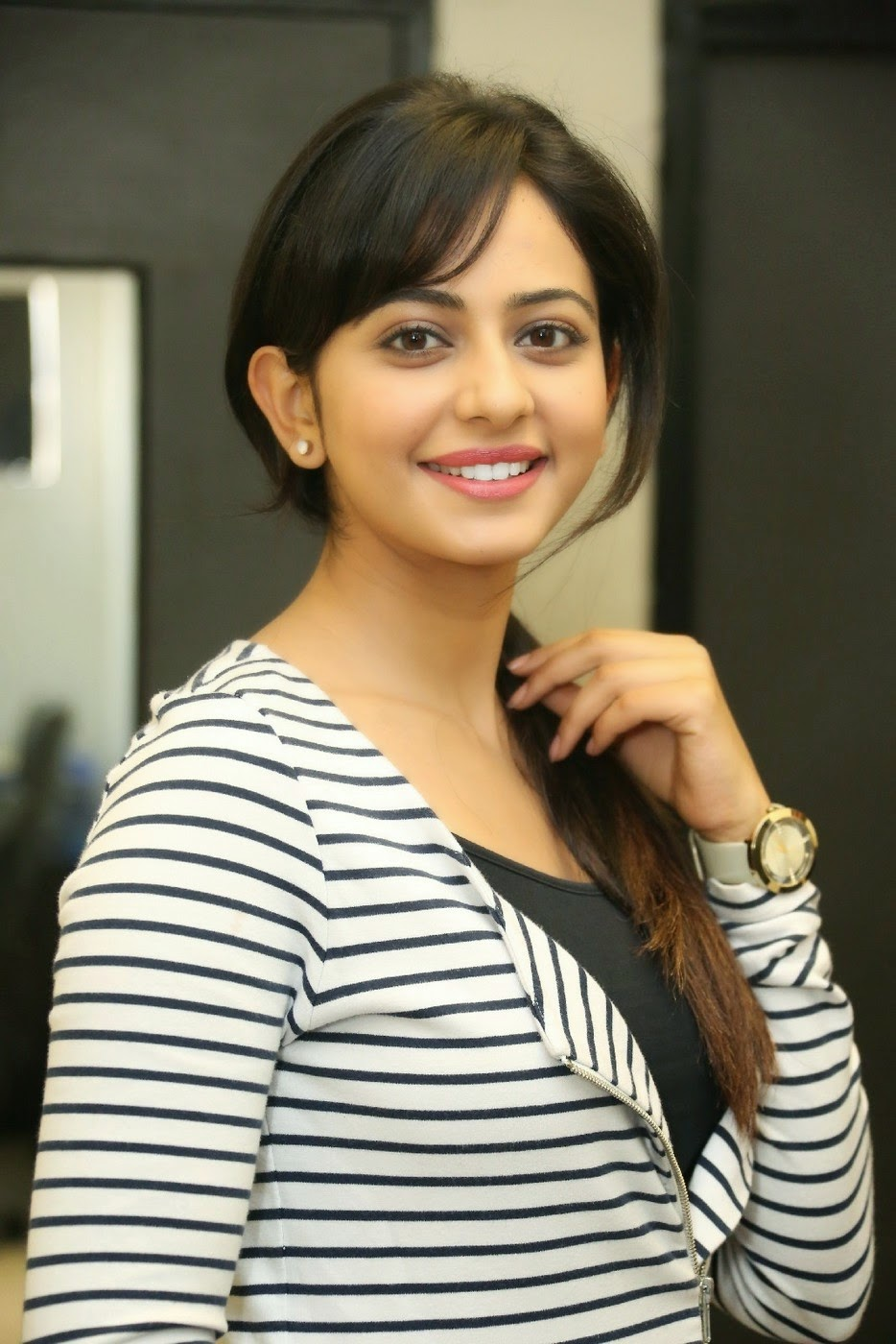 hd wallpapers: rakul preet singh hot hd images and pictures gallery