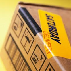 colis postal avec étiquette