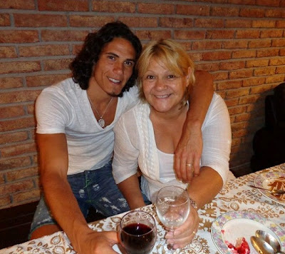 Edinson Cavani and his mother (Berta Gomez) at a restaurant
