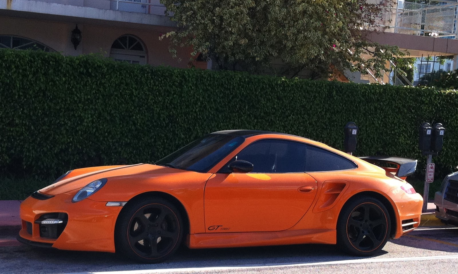 orange porsche 911 turbo near starbucks on alton road exotic cars on the streets of miami. Black Bedroom Furniture Sets. Home Design Ideas