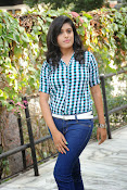 Liza reddy glam pix in jeans-thumbnail-6