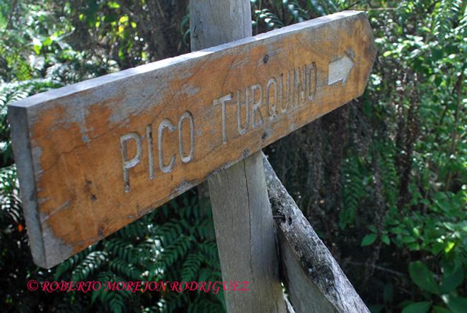 Cartel en un sendero hacia el Pico Turquino en la Sierra Maestra entre las provincias Granma y Santiago de Cuba.