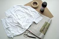 Material para pintar uma camisa com spray de tinta
