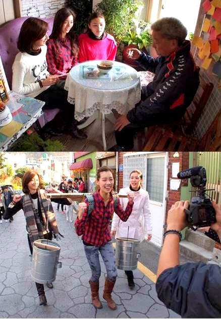 """(上)三位美姐在甘川文化村接受考验,亲自烹煮大马肉骨茶给当地居民品尝。 (下)Zhiny输了""""Running Pageant""""的游戏挑战,接受惩罚挑着盛满水的水桶游街示众"""