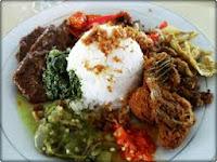 Minum Teh Pucuk Hangat Sesudah Makan Nasi Padang