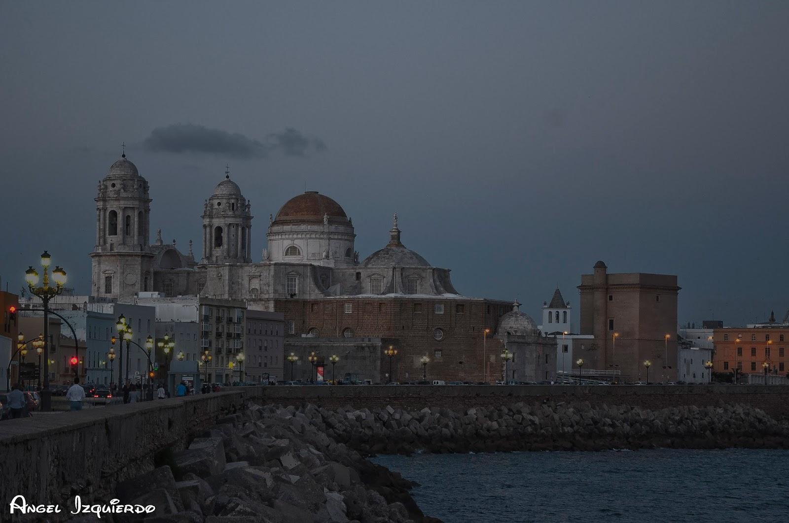 La catedral de Cádiz vista desde el campo del sur