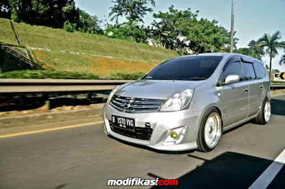 Modifikasi Nissan Grand Livina Putih Ceper Terbaru