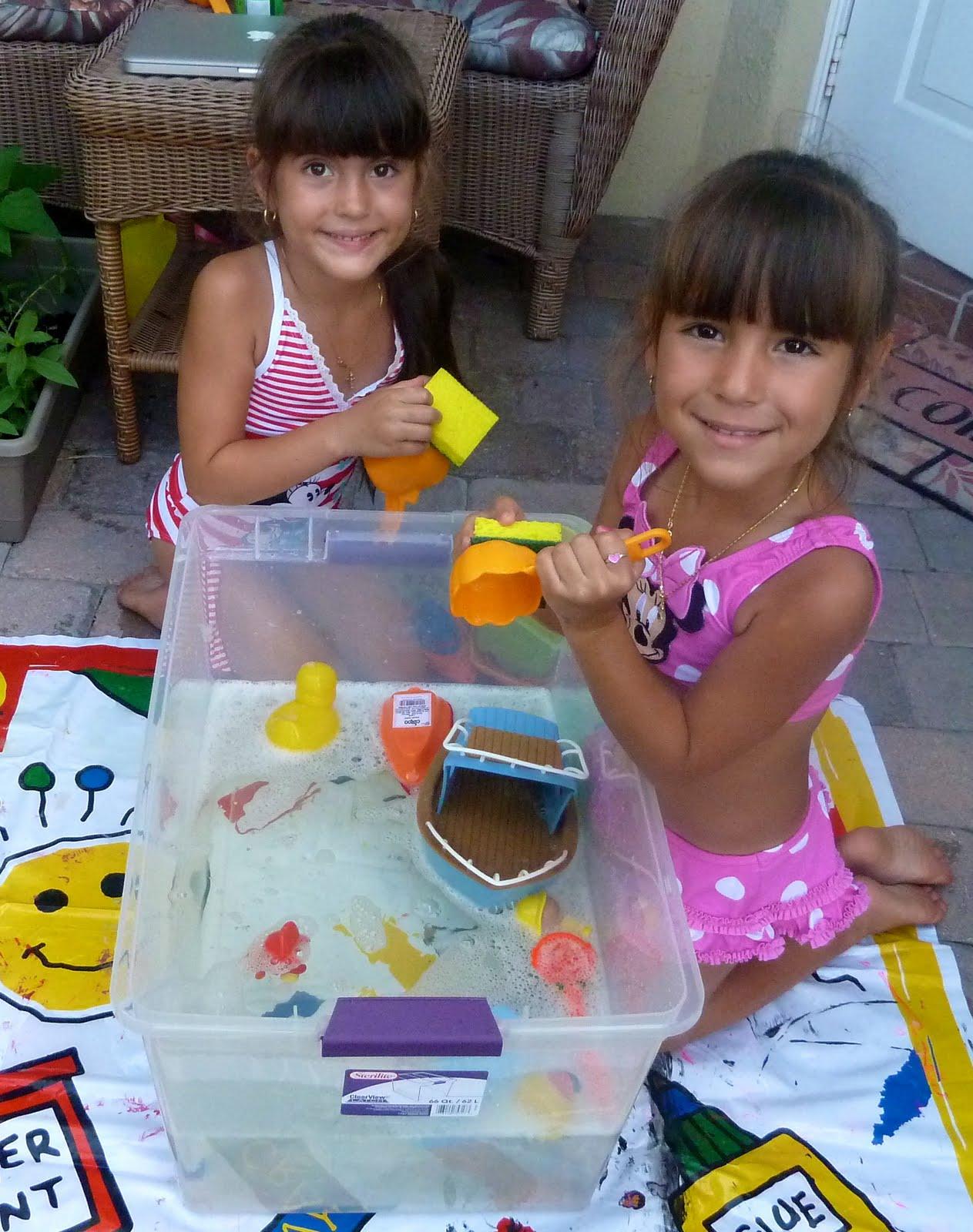 mom to 2 posh lil divas diy frugal water table fun