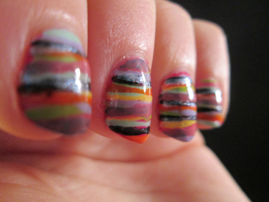 PiggieLuv: Striped nail art without using a fan brush