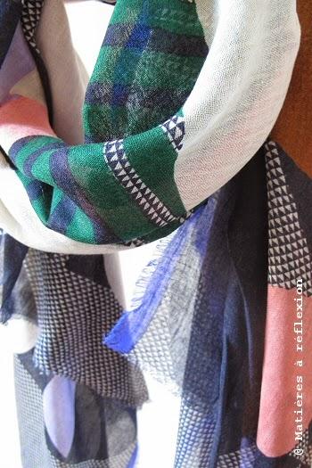 Foulard Ma Poésie gris rose bleu Scarabée