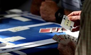 Jogam-se cartas