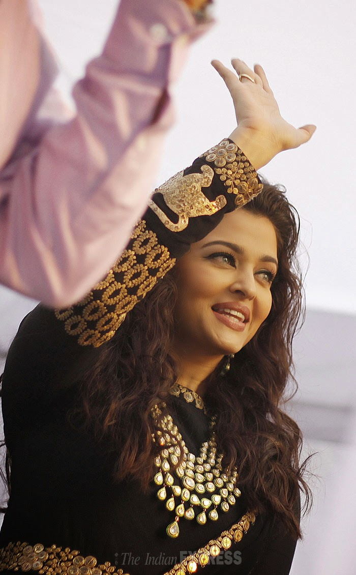 "mitthuaish. "": aishwarya rai inaugrate kalyan jweller's showroom at"