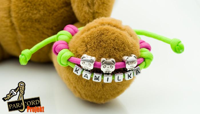 Neonowa bransoletka z literkami i koralikami dla dziecka