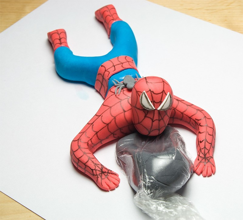 Spiderman fondant figurine topper head on a body