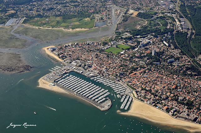 vues aerienne arcachon et son port