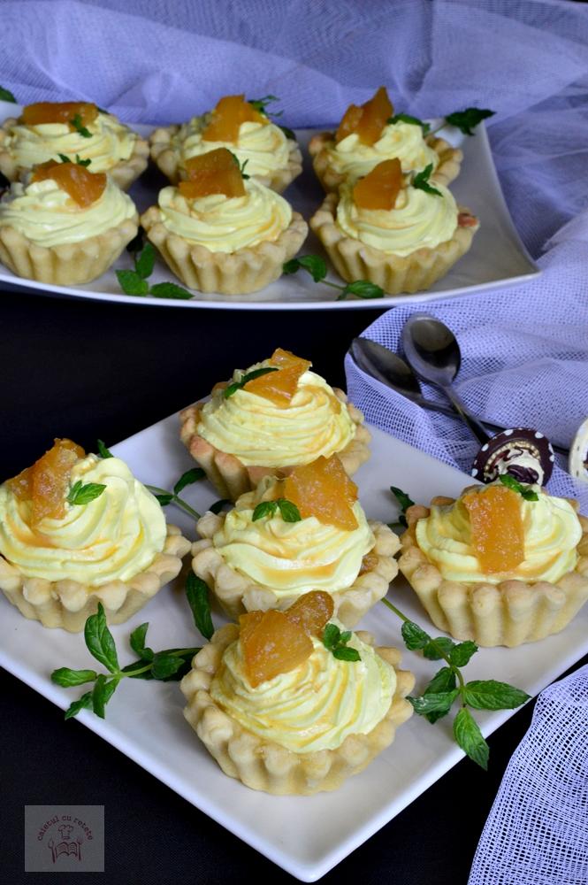 Tarte cu ananas si crema de branza
