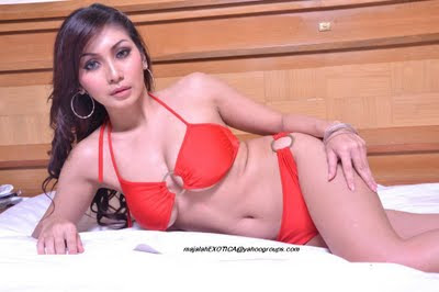 idegue-network.blogspot.com - Pose Hot Seksi Baby Margaretha Bikini