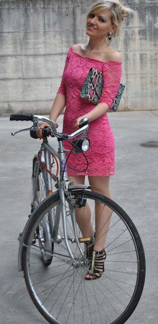 abito scollo a barca come abbinare un abito con scollo a barca abbinamenti abiti scollo a barca abitini estate 2015 vestiti estate 2015 abiti estate 2015 mariafelicia magno fashion blogger colorblock by felym blog di moda fashion blog italiani fashion blogger bergamo fashion blogger milano ragazze in bicicletta ragazze vestiti e tacchi vestiti e bicicletta tacchi e bicicletta  summer outfit summer dresses