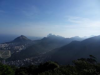 Morro dos Dois Irmaos (Esquerda)  Pedra da Gávea (Centro)