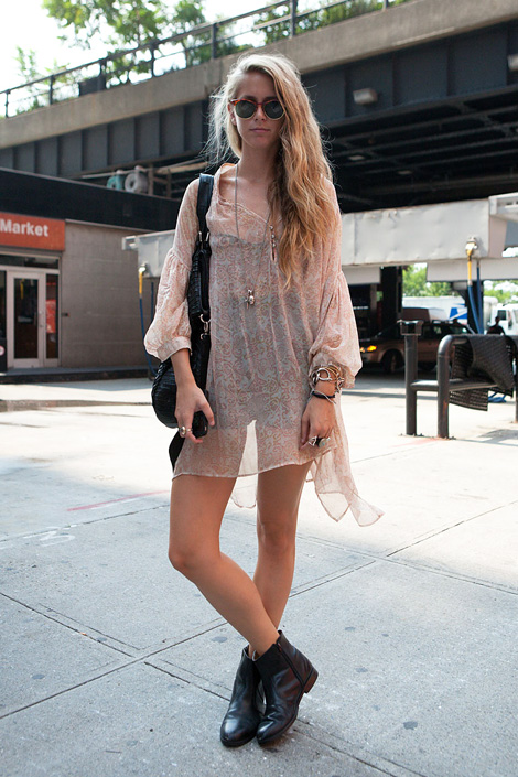 Perfect Plus, I Know That This Is A Goto Combination For Most Women  Boots, Suede Or Chelsea Boots Are All Great Options Shorts And Boots Are A Quintessential Combination In Spring, Summer Or Fall Well, If It Were Up To Me, Id Love To Wear
