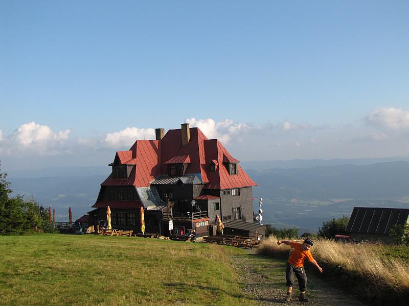 "Hotel górski ""Radegast"" (1121 m n.p.m.)."