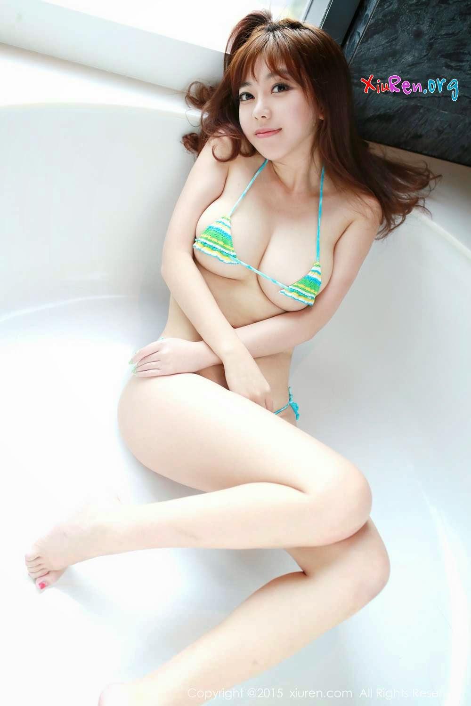 Ngắm em gái nóng bỏng trong trang phục bikini tí hon