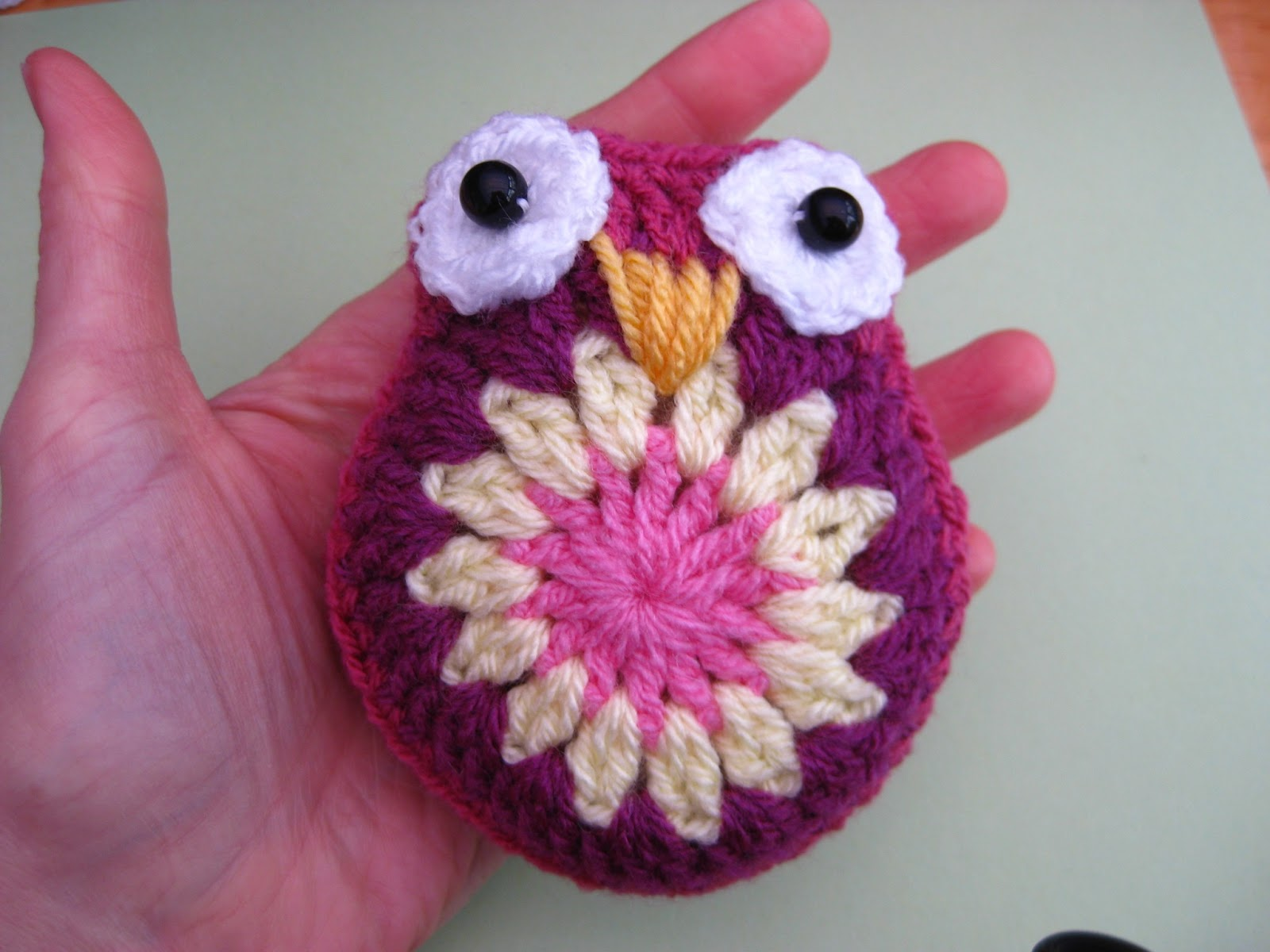 Crochet Tutorial Owl : take some yarn in the same colour as the edge of your owl ( or any ...