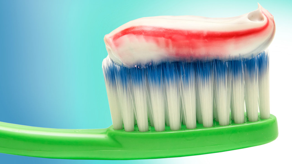 Why You Should Consult A Dentist Before Buying Safe Toothpaste